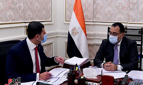 رئيس الوزراء يتابع جهود جذب الاستثمارات خلال الفترة المقبلة (3)