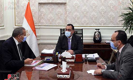 اجتماع رئيس الوزراء مع وزير التموين  (2)