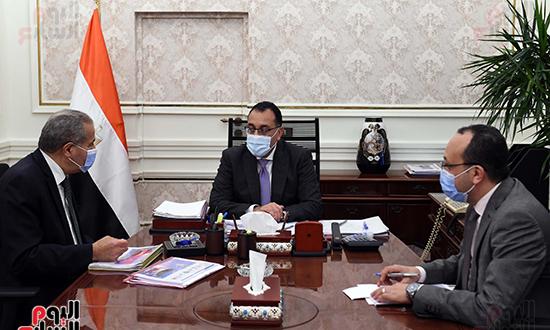 اجتماع رئيس الوزراء مع وزير التموين  (1)