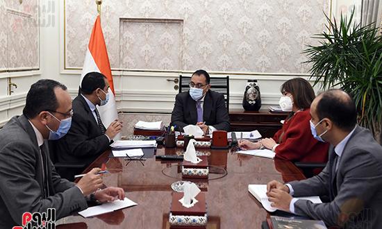 اجتماع رئيس الوزراء مع رئيس الجهاز المركزى للتنظيم والادارة (1)