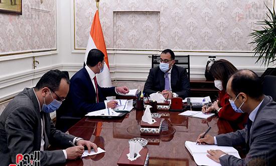 رئيس الوزراء يتابع جهود جذب الاستثمارات خلال الفترة المقبلة (1)