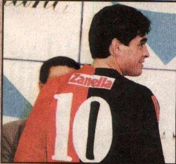 مارادونا بقميص أولد بويز