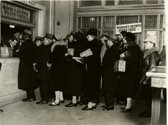 مكتب بريد في مدينة نيويورك في أوائل القرن العشرين