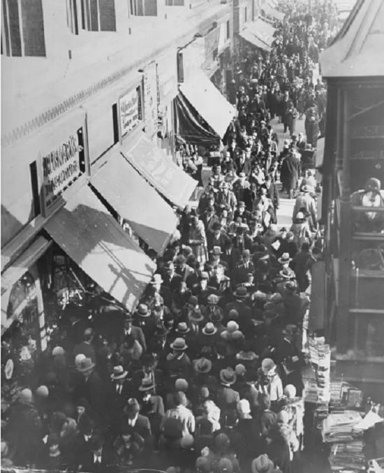 المتسوقون في نيويورك عام 1929