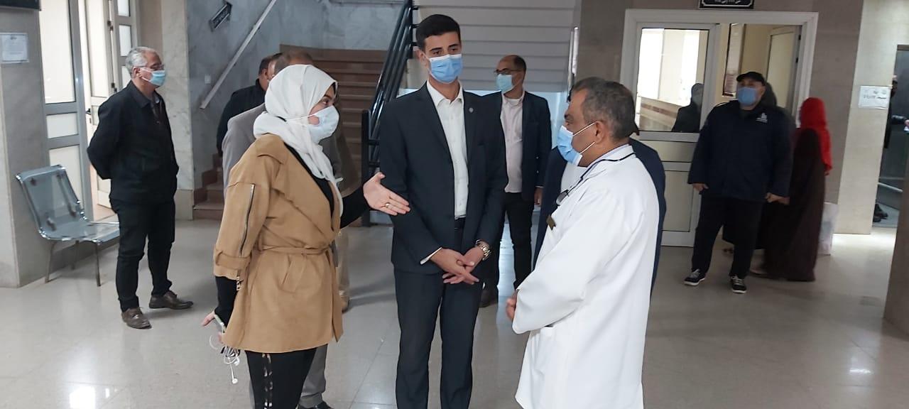 مدير مستشفى ناصر العام يستقبل نائبى المحافظ