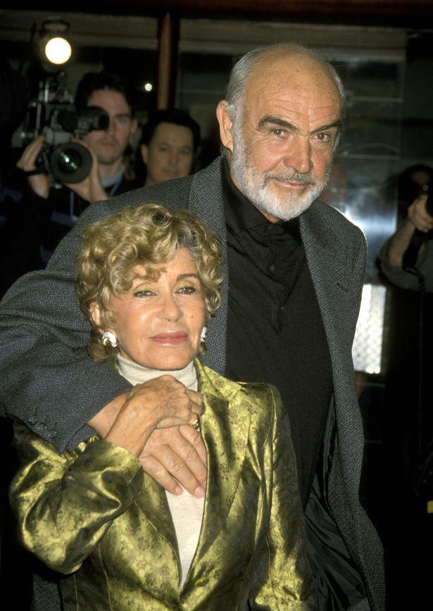 شون كونري وزوجته