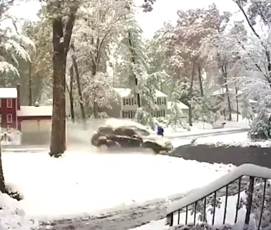 حادث فى شوارع امريكا بسبب الثلوج