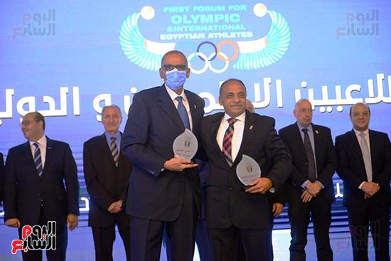 توزيع الجوائز للمنتدى الاول للاعبين الدولين والمصرين  (32)