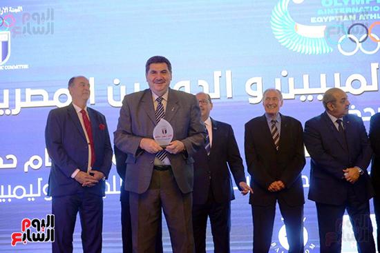 توزيع الجوائز للمنتدى الاول للاعبين الدولين والمصرين  (33)
