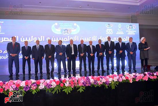 توزيع الجوائز للمنتدى الاول للاعبين الدولين والمصرين  (28)
