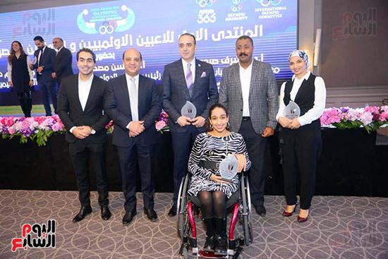 توزيع الجوائز للمنتدى الاول للاعبين الدولين والمصرين  (2)