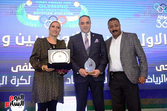 توزيع الجوائز للمنتدى الاول للاعبين الدولين والمصرين  (6)