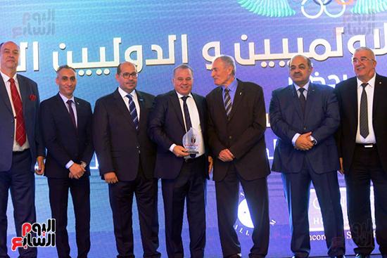 توزيع الجوائز للمنتدى الاول للاعبين الدولين والمصرين  (22)