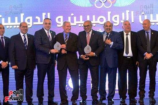 توزيع الجوائز للمنتدى الاول للاعبين الدولين والمصرين  (12)