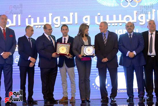 توزيع الجوائز للمنتدى الاول للاعبين الدولين والمصرين  (8)