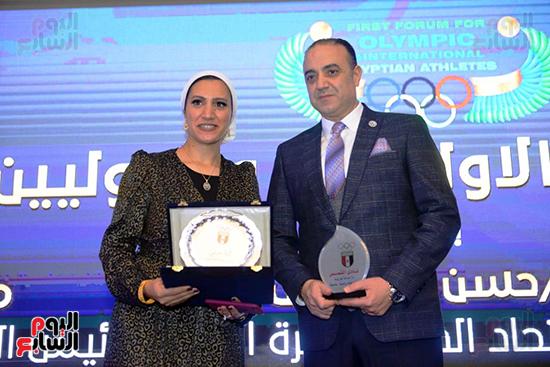 توزيع الجوائز للمنتدى الاول للاعبين الدولين والمصرين  (7)