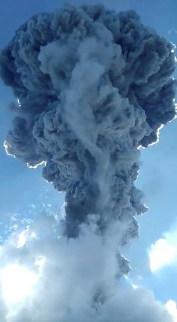 بركان إندونيسيا