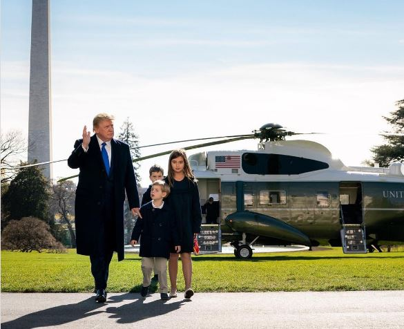 ترامب مع أحفاده