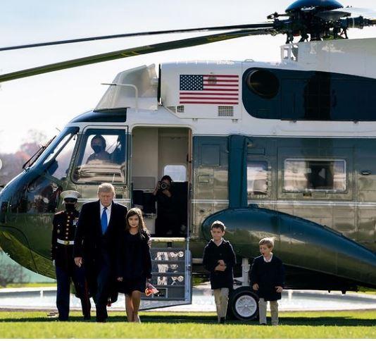 ترامب برفقة أحفاده