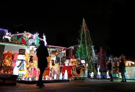 مخاوف كورونا تهيمن على احتفالات الكريسماس