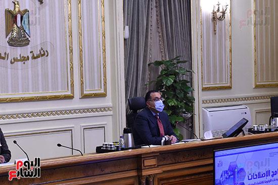 رئيس الوزراء يستكمل مناقشة برنامج الإصلاحات الهيكلية (3)