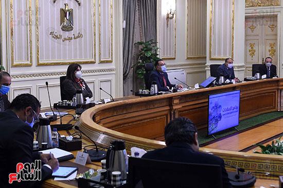 رئيس الوزراء يستكمل مناقشة برنامج الإصلاحات الهيكلية (1)