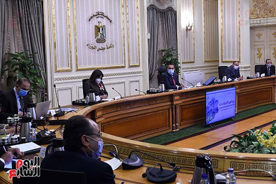 رئيس الوزراء يستكمل مناقشة برنامج الإصلاحات الهيكلية (2)