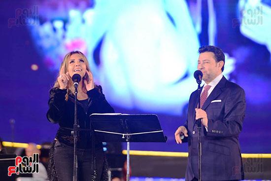 نادية مصطفى تشارك هانى شاكر فى حفل مهرجان الموسيقى (9)