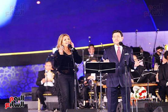 نادية مصطفى تشارك هانى شاكر فى حفل مهرجان الموسيقى (6)