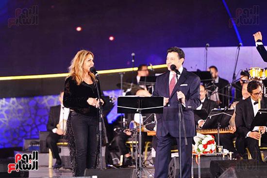 نادية مصطفى تشارك هانى شاكر فى حفل مهرجان الموسيقى (1)