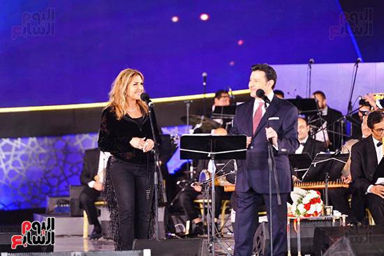 نادية مصطفى تشارك هانى شاكر فى حفل مهرجان الموسيقى (3)