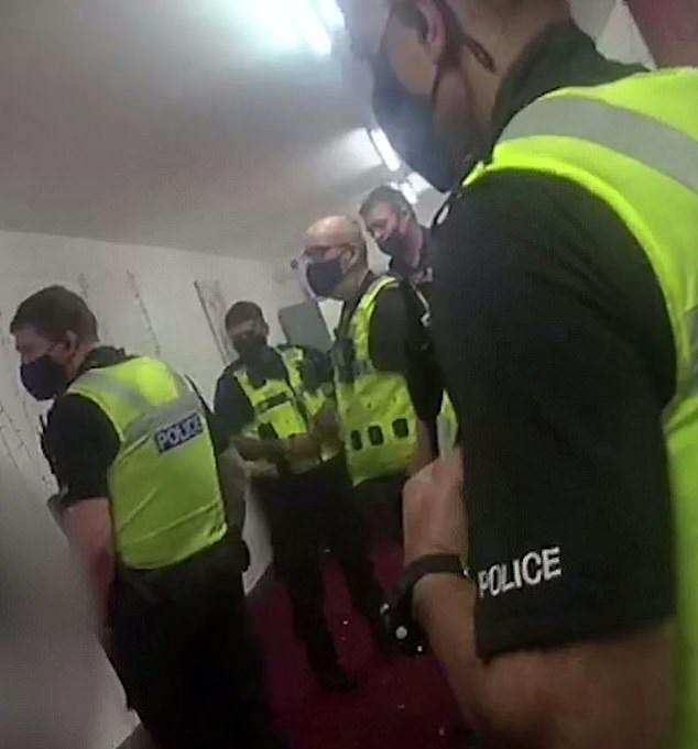 الشرطة البريطانية تداهم حفل عيد ميلاد وتفرض غرامة 10 ألاف أسترلين (1)