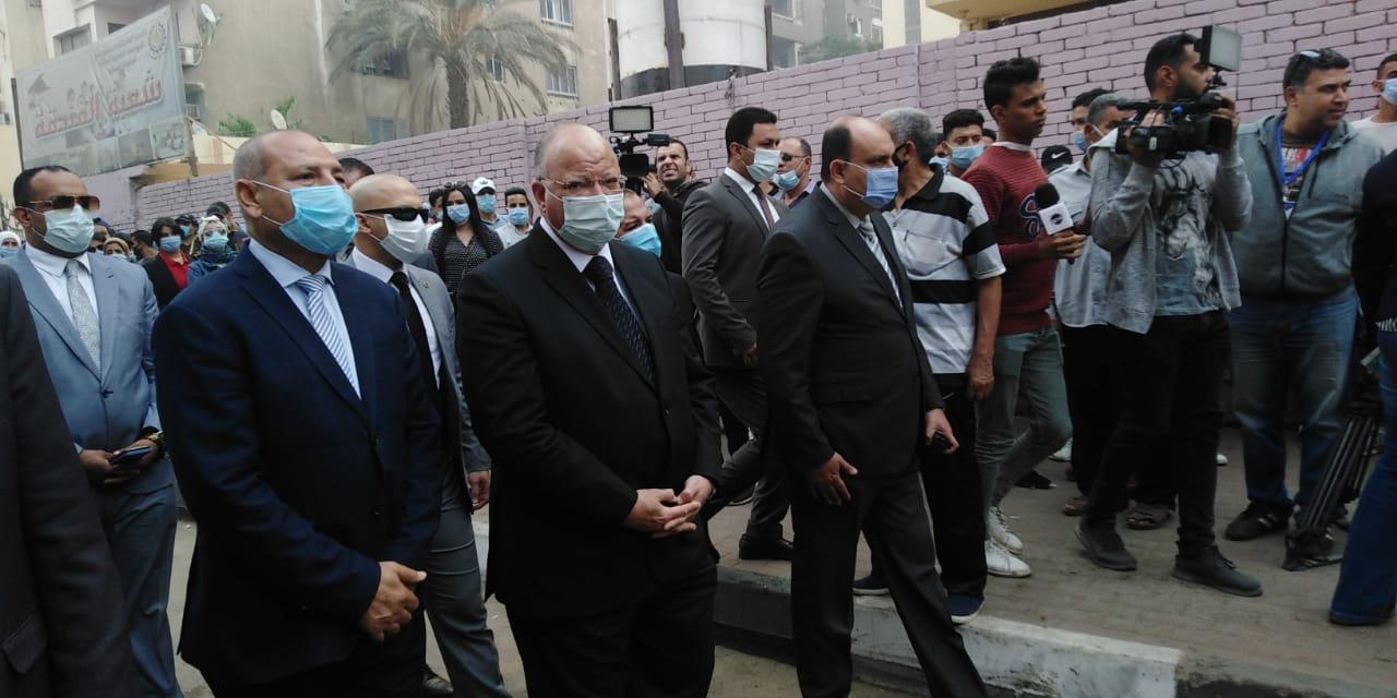 محافظ القاهرة يتفقد لجنة الجامعة العمالية (3)