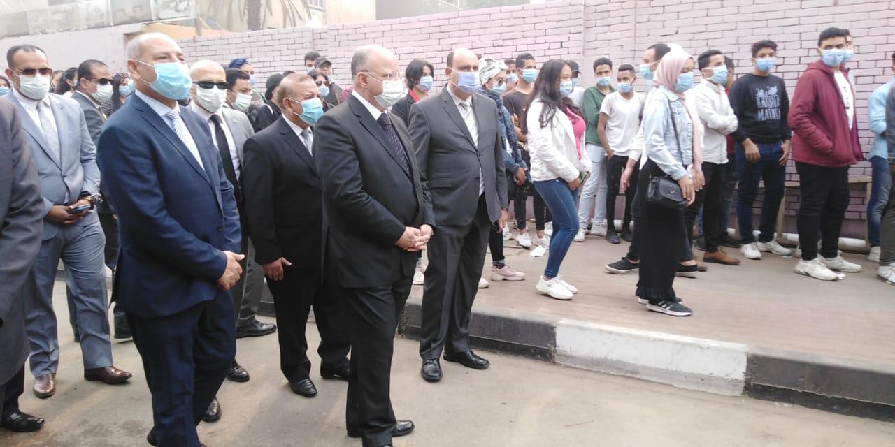 محافظ القاهرة يتفقد لجنة الجامعة العمالية (4)