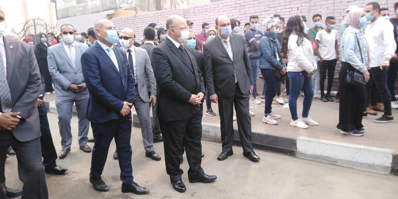 محافظ القاهرة يتفقد لجنة الجامعة العمالية (2)