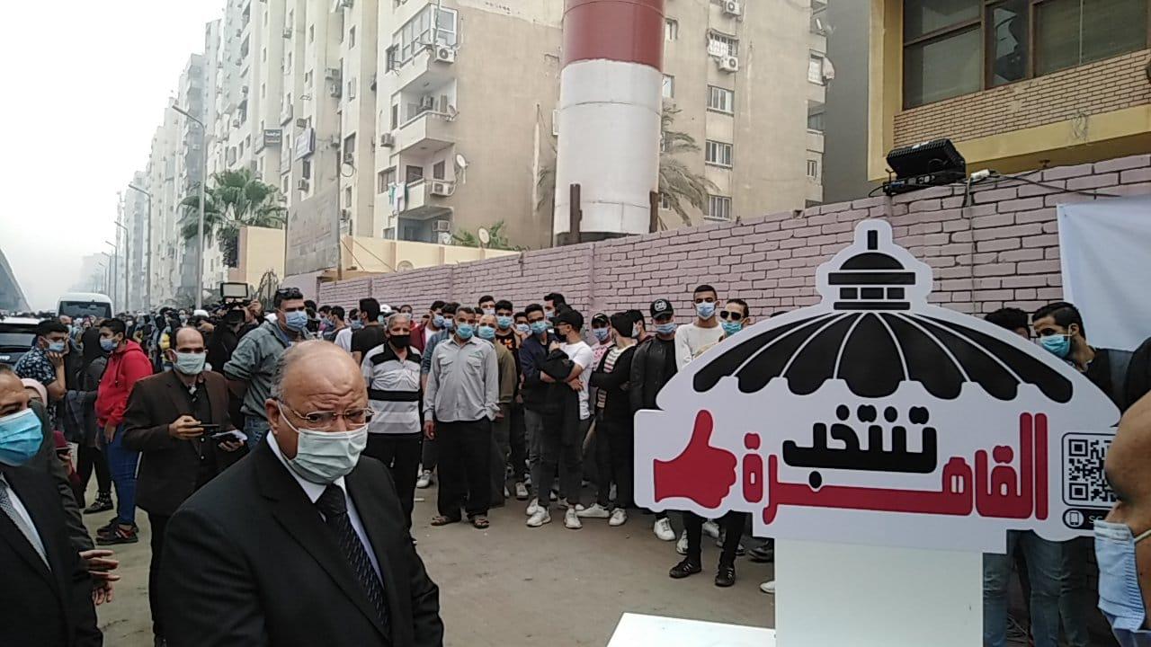 محافظ القاهرة يتفقد لجنة الجامعة العمالية (1)