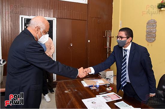 الدكتور على عبد العال يدلي بصوته في الانتخابات البرلمانية (1)