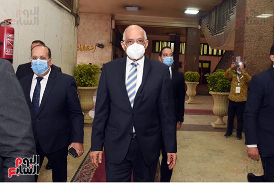 الدكتور على عبد العال يدلي بصوته في الانتخابات البرلمانية (14)