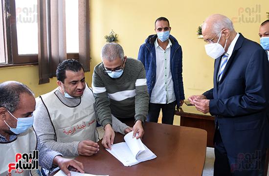 الدكتور على عبد العال يدلي بصوته في الانتخابات البرلمانية (2)