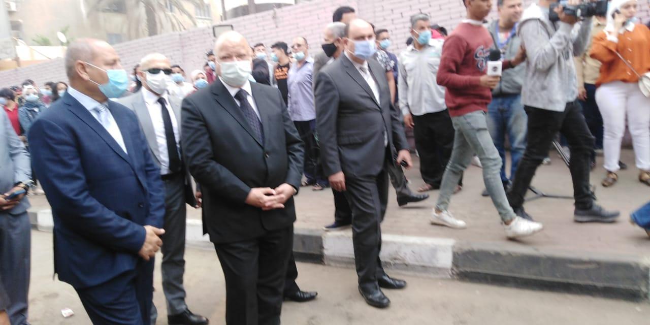 محافظ القاهرة يتفقد لجنة الجامعة العمالية (5)