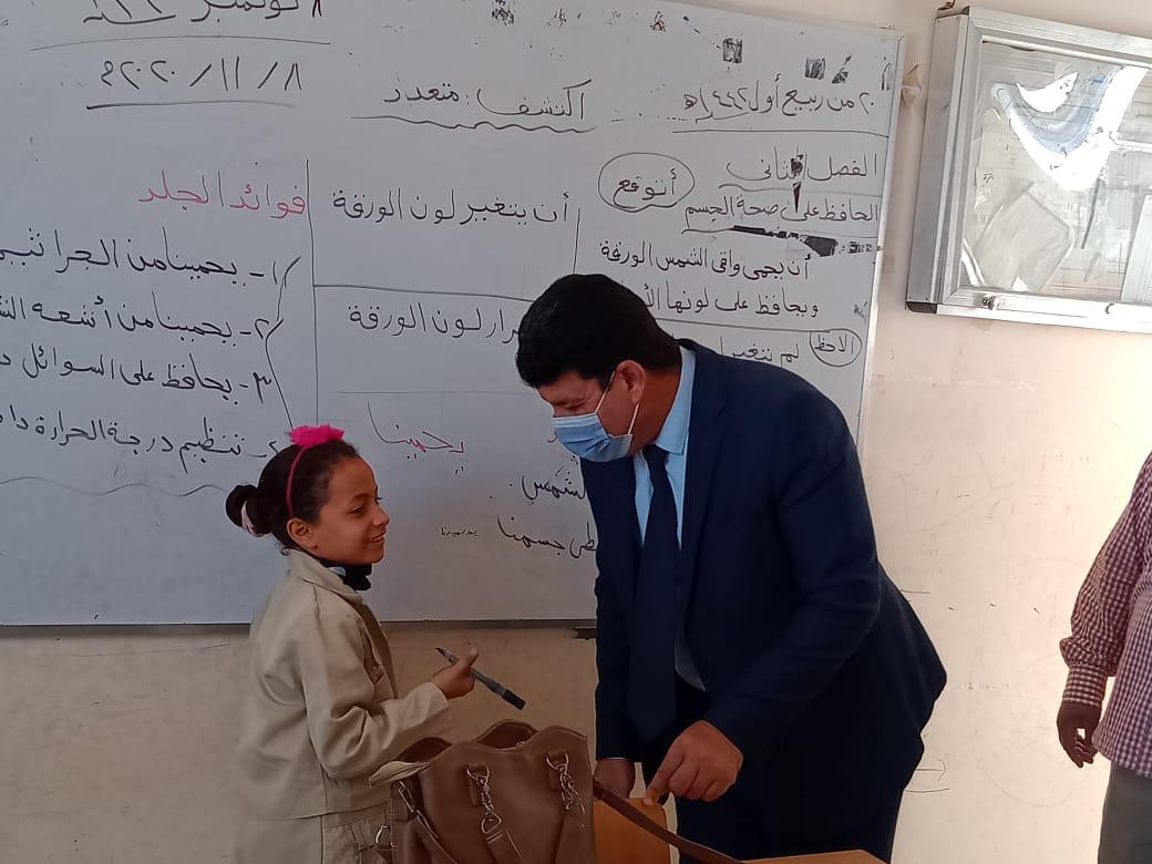 مدير إدارة يوسف الصديق التعليمية بالفيوم يتفقد المدارس (4)