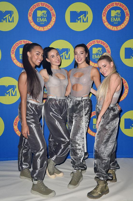 راقصو تيت ماكراي يقفون أمام MTV EMA 2020 في تورونتو