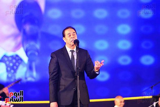 مدحت-صالح-على-مسرح-الأوبرا