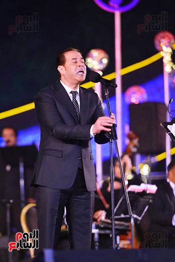 اندماج-مدحت-صالح-مع-الجمهور