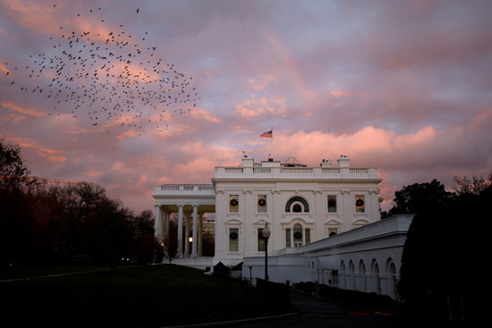 مشهد البيت الأبيض وسط سقوط الأمطار