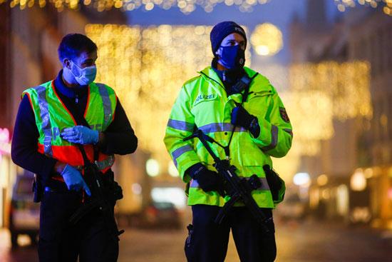 الشرطة الالمانية بموقع الحادث