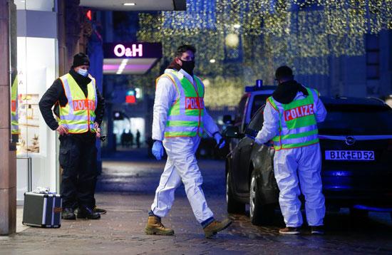 رجال البحث الجنائى بموقع الحادث
