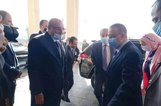 محافظ-الإسكندرية-يستقبل-وزير-التموين-(1)