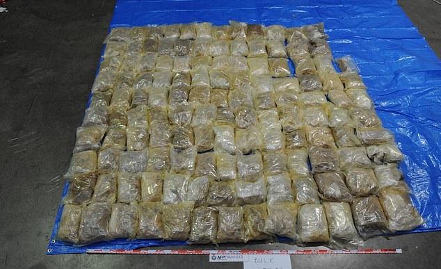 Drug smuggling worth 79 million dollars inside an excavator to Australia (1)