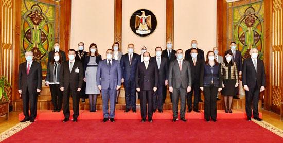 الرئيس السيسي مع الوفد العراقى (1)